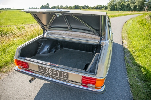 Mercedes-Benz W115 220D 1975-Eric Breed-9970